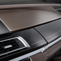 BMW M GmbH - BMW_750Li Innenaufnahme Klavierlack Leiste