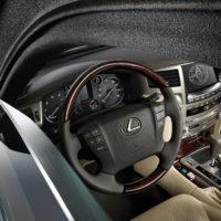 Alpha Armouring - Lexus Cockpit mit gepanzerter Scheibe