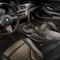 BMW_M_DTM_Wittmann_Det_Einstieg_Fahrer