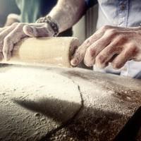 Neff Junggesellenküche - Teig rollen